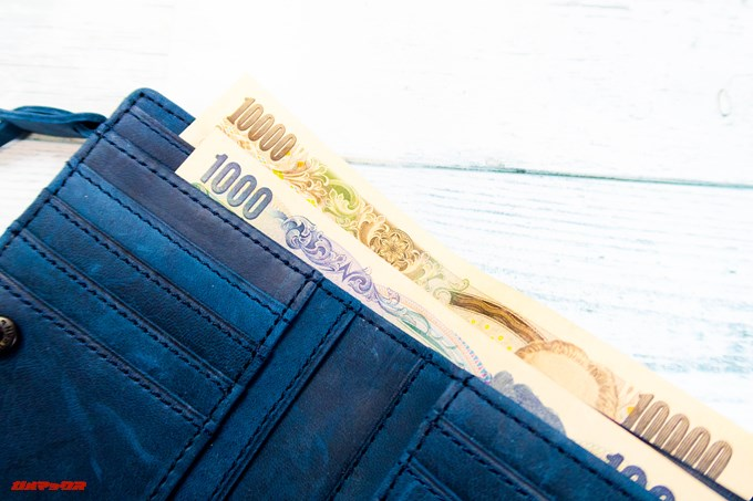 [COREOの馬革 折財布 8FJ-9979]はお札が引っかからずに入ります