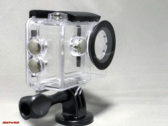 EKEN H9sの防水ケースは衝撃吸収も兼ねるカバーとしても利用可能です。