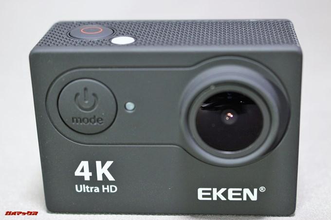 EKEN H9sの正面に電源ボタンが付属しています。