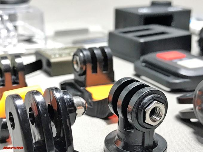 EKEN H9sには大量のアタッチメントが標準で付属しています。