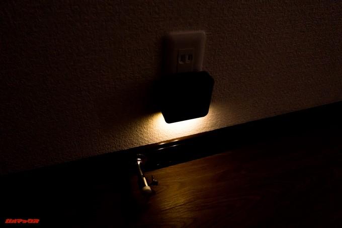 YATAIDI ワイヤレス チャイムの受信機の常夜灯はくらい時にセンサーが反応して足元を照らしてくれます