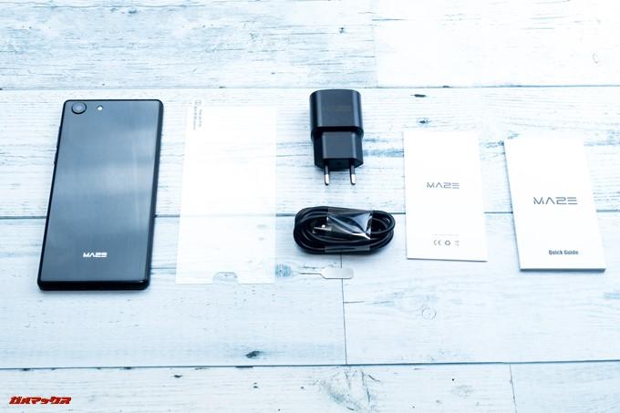 MAZE Alpha Xの付属品は本体以外に保護ガラス、充電器、USB Typep-Çケーブル、クイックガイドなど2種が付属しています。