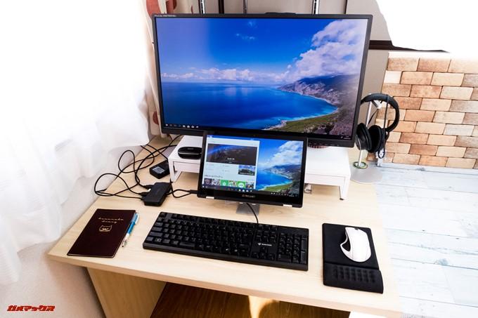 Teclast F6 Proのキーボードを折りたたみスタンドに乗せることで省スペースでデスクトップスタイルを実現することが可能です。