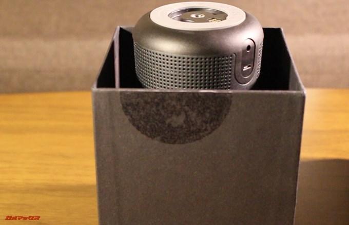 BOSE SoundLink Revolveの蓋は長いほうが蓋です。