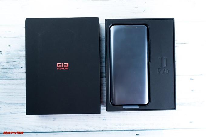 Elephone U Proの外箱をパカリと開けると上段には端末がどどーんと入っています