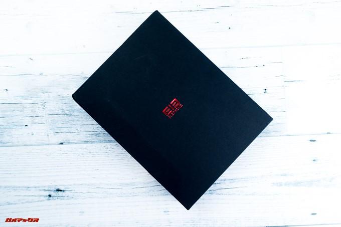 Elephone U Proのパッケージは平べったいブラックボックスにメタルレッドのロゴが刻印された格好いい外箱