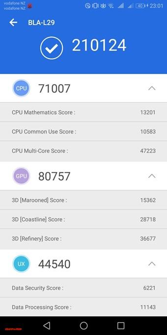 Huawei Mate10 Pro(Android 8.0)実機AnTuTuベンチマークスコアは総合が210124点、3D性能が71007点。