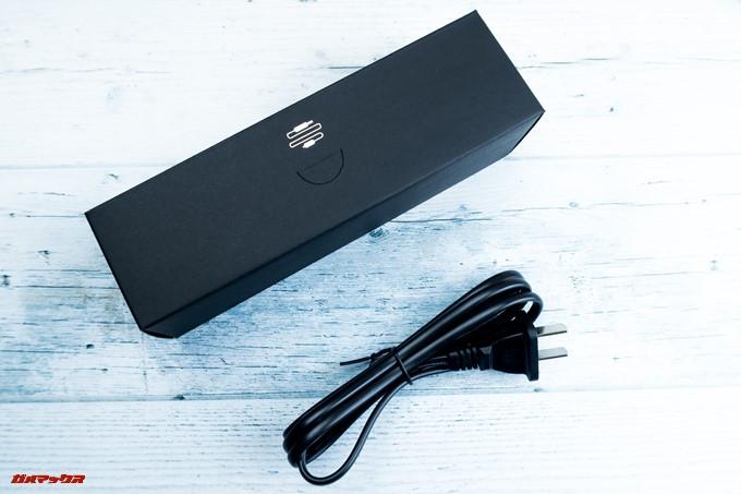 JMGO M6 Portable DLP Projectorに同梱されていた電源コードは日本のプラグ形状なのでアタッチメント不要で利用できます