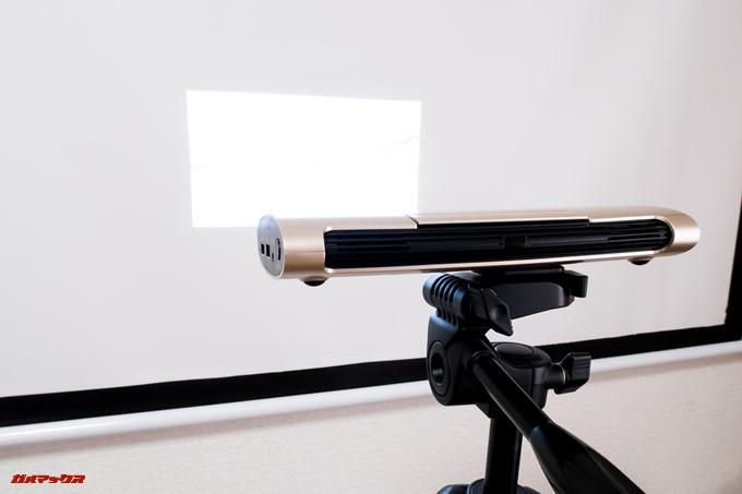 JMGO M6 Portable DLP Projectorは単体駆動できるので、電源のない場所でも利用できます