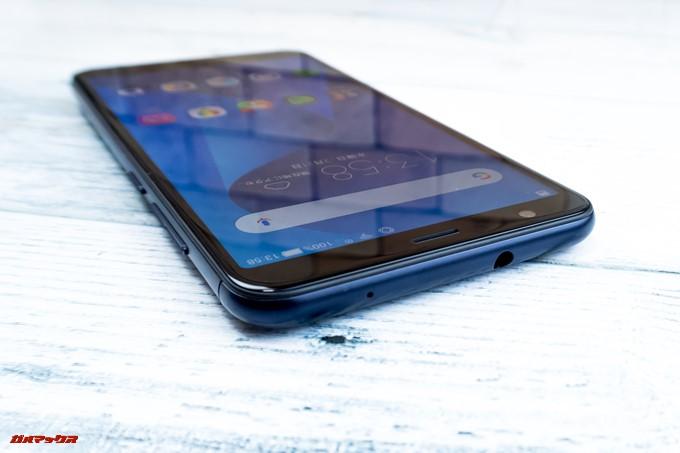 ZenFone Max Plus (M1)は有線イヤホンが利用できるイヤホンジャックが備わっています。
