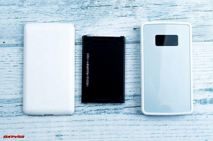 Aterm MP01LNの本体からバッテリーやバックカバーが外された状態で梱包されています。