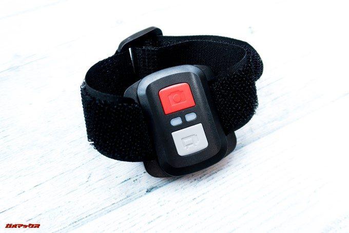 DBPOWER 4K 620Cは腕時計型としても利用できるので、腕にリモコンを取り付けて操作出来ます。