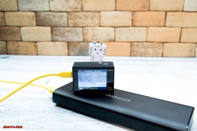 DBPOWER 4K 620Cは充電しながら録画できます。モバイルバッテリーでの充電にも対応してます。