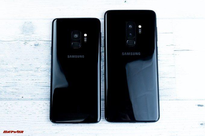 Galaxy S9とS9+に背面は美しい光沢の有るブラックパネルですが指紋が非常に目立ちます。