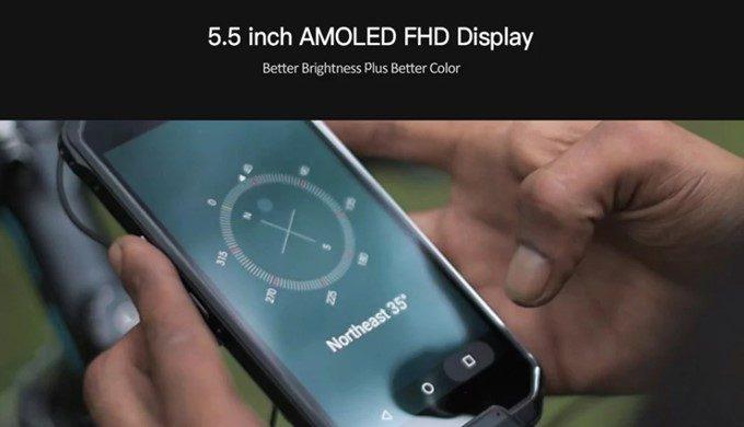 AGM X2 SEは発色の良い有機ELパネルを採用。解像度もFHDで高解像度です。