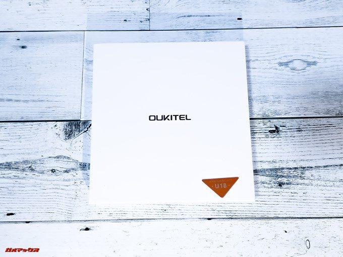 Oukitel U18は平型のボックスに入っています。