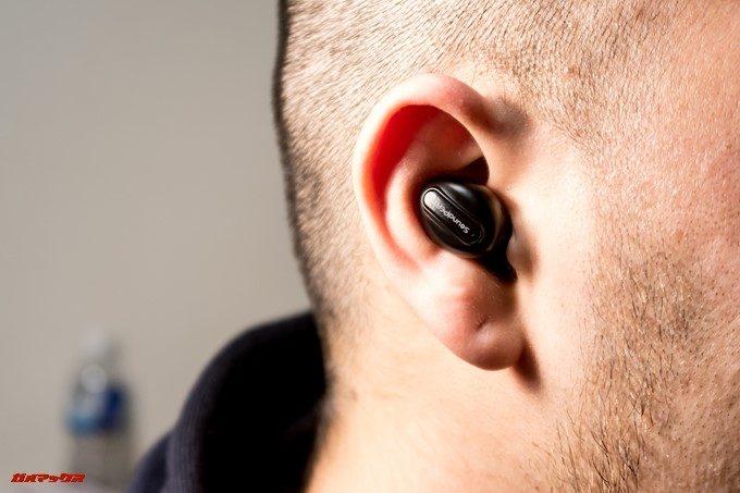 SoundPEATS D6の装着感は上々です。首を振っても落ちる気配はありません。