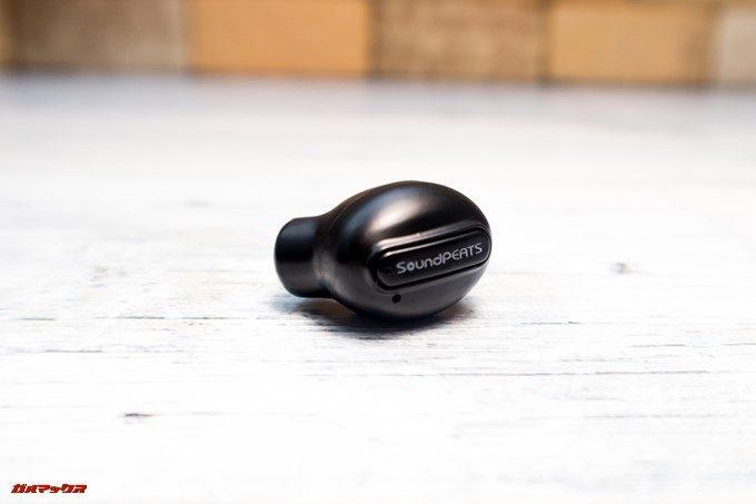 SoundPEATS D6の本体にはボタンが1つしか付いていません。