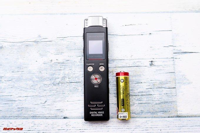 SoundPEATS Nano6と単三電池を並べて見ました。大きさ比較です。