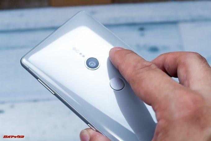 Xperia XZ2とXZ2 Compactの指紋認証位置が低いので、頻繁にカメラレンズを触ってしました。