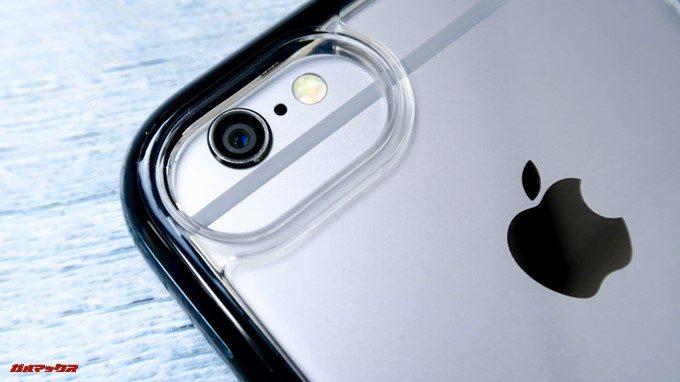 ArtificのMIL規格iPhoneケースはiPhone6の場合、カメラ周りの開口部が広い