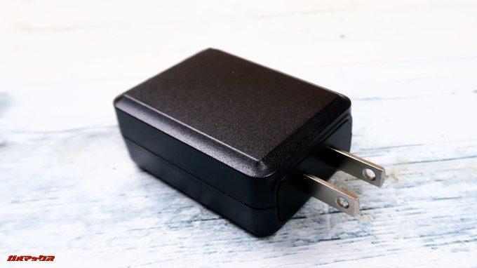 CHUWI Hi8 Airに付属する充電器は日本のコンセントに直接挿し込める形状です。