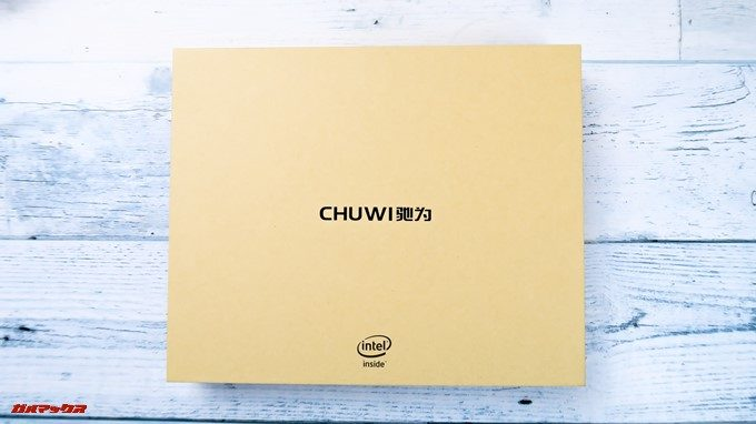 CHUWI Hi8 Airの外箱はCHUWIのロゴが記載されているシンプルなボックスです。