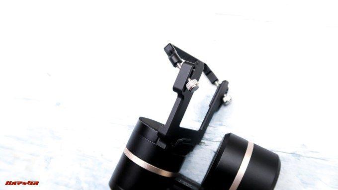 Feiyu Tech G5はアクションカメラをステーとネジで固定できます。