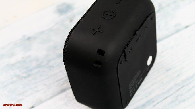 MIFA A1の本体上部にはイヤホンストラップが入っています。