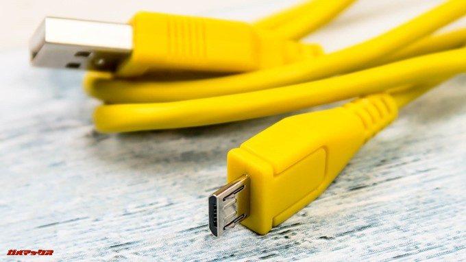 MIFA A1は充電とデータ転送用のケーブルが付属しています。
