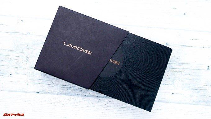 UMIDIGI A1 Proはブラックの箱に入って届きます。