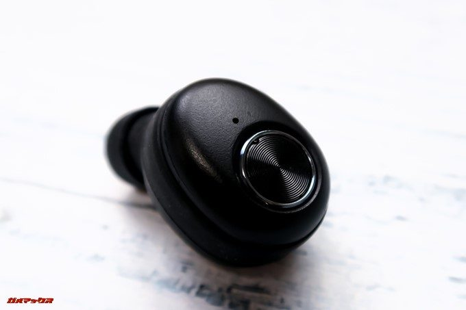 ZNT AirFits Iは背面のボタンにエッチング加工が施されています。
