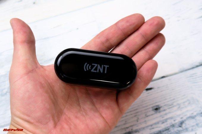 ZNT AirFits Iのケースもサイズ感が小さいので持ち運びに適しています。