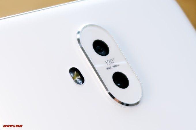 ZenFone 5Q/lite/Selfie(ZC600KL)のカメラは少々出っ張っているので卓上に置いた際は少々ガタツキます。