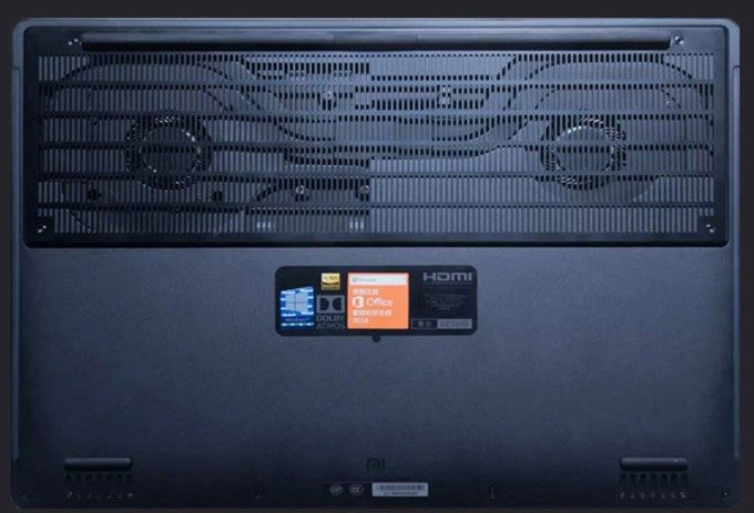 Xiaomi Mi Gamingは巨大ファンと大型スリットで熱対策も万全です。