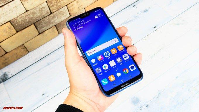 Huawei P20 liteは大画面ですが縦長ディスプレイなので横幅スリムで持ちやすいです。