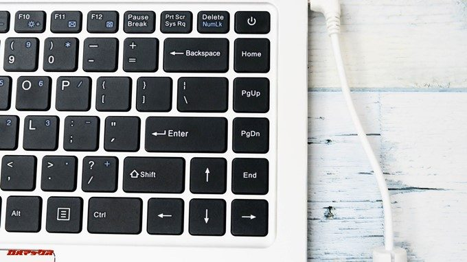 Teclast F7のキーボード配列は少々特殊でした。一番左に機能キーが縦に並びます。