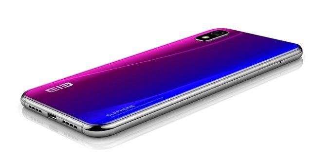 Elephone A4 Proはサイドフレームがステンレス仕様となっています。