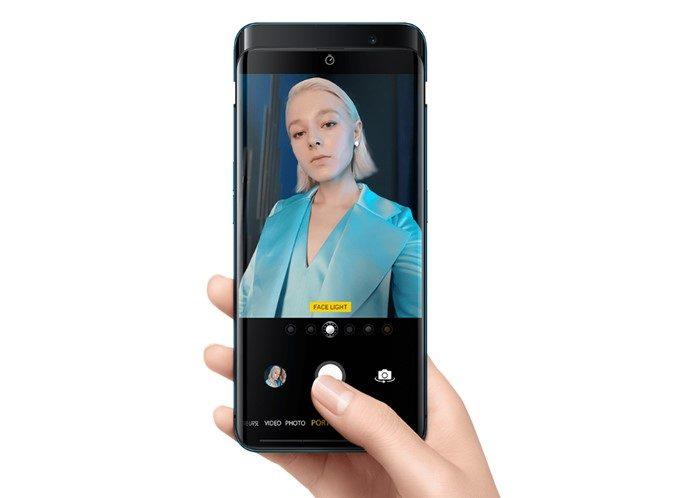 OPPO Find XはAIを採用することで美しい自撮りを楽しめます。