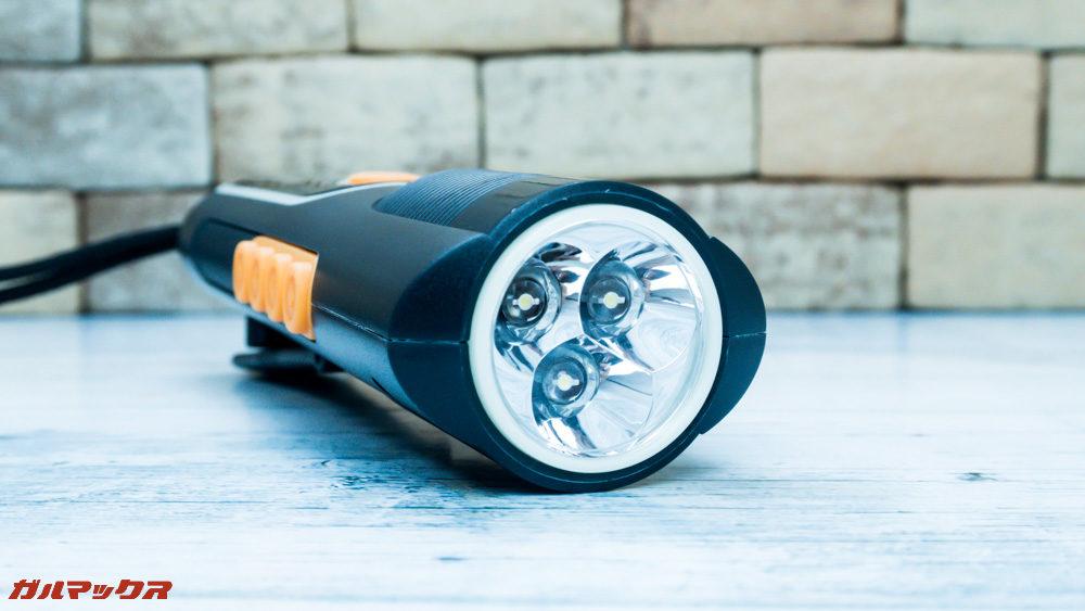 防災ラジオライト進化版は3つのLEDから構成されるライトが備わっています。