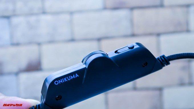 ONIKUMAゲーミングヘッドセットK5のコントローラーはボリューム調整機能とマイクミュートSwitchが付いています。