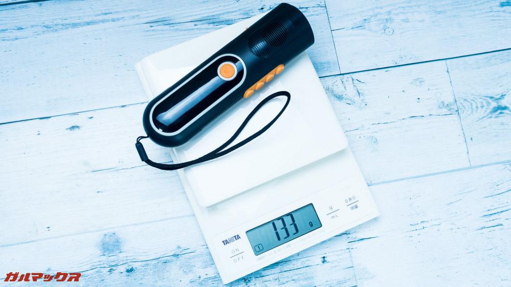 防災ラジオライト進化版の重量は133gです。軽量なのでカバンにいれても苦になりません。