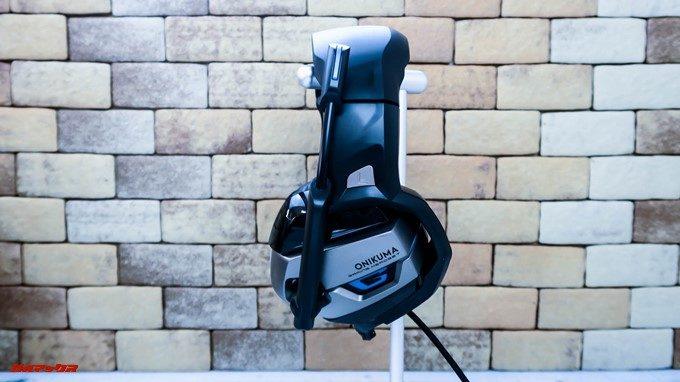 ONIKUMAゲーミングヘッドセットK5のマイクは跳ね上げ式。使わない時は収納出来ます。