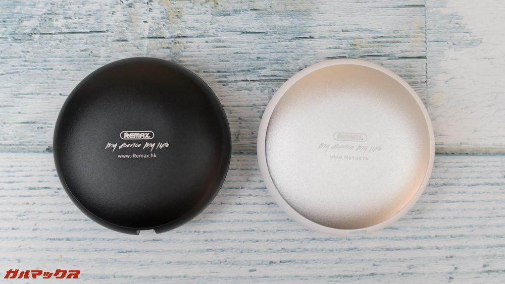 REMAX CUTE BABYはホワイトとブラックの2色展開です。