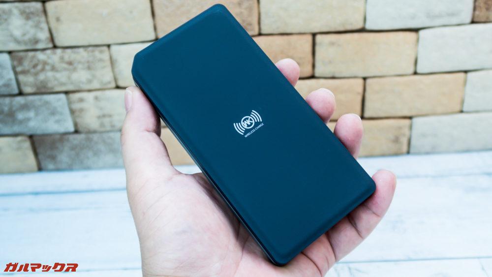 ワイヤレス充電対応モバイルバッテリー[meji]のサイズはコンパクト