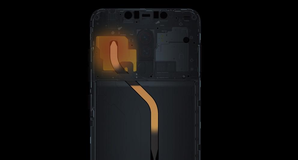 Xiaomi Poco F1は液冷システムを搭載しているので冷却性能が高いです。