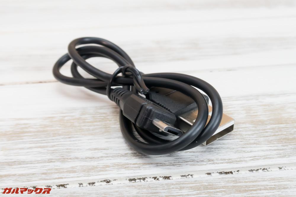 Smark TranslatorはMicroUSBケーブルで充電します。