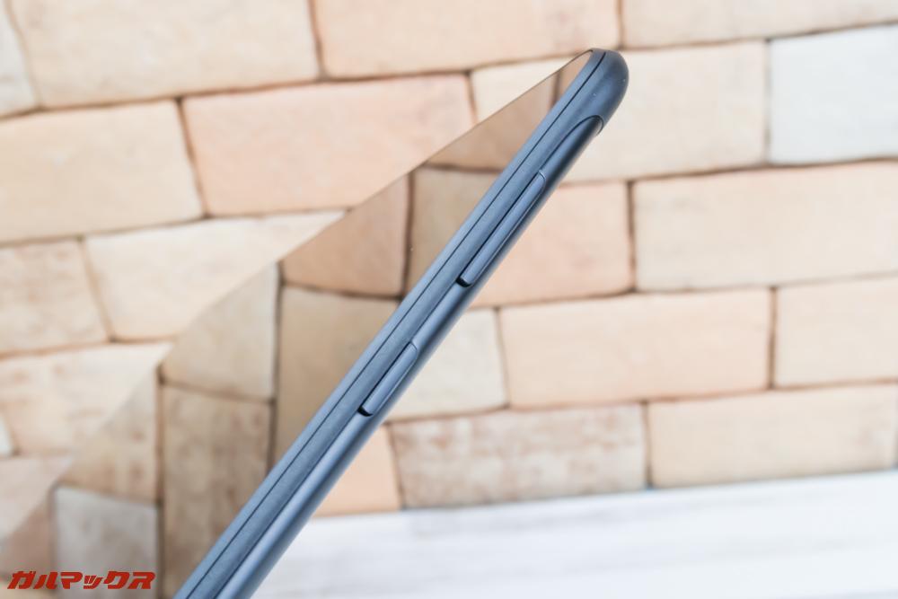 HUAWEI MediaPad T5のボタンは本体の側面で横持ち時に操作しやすい