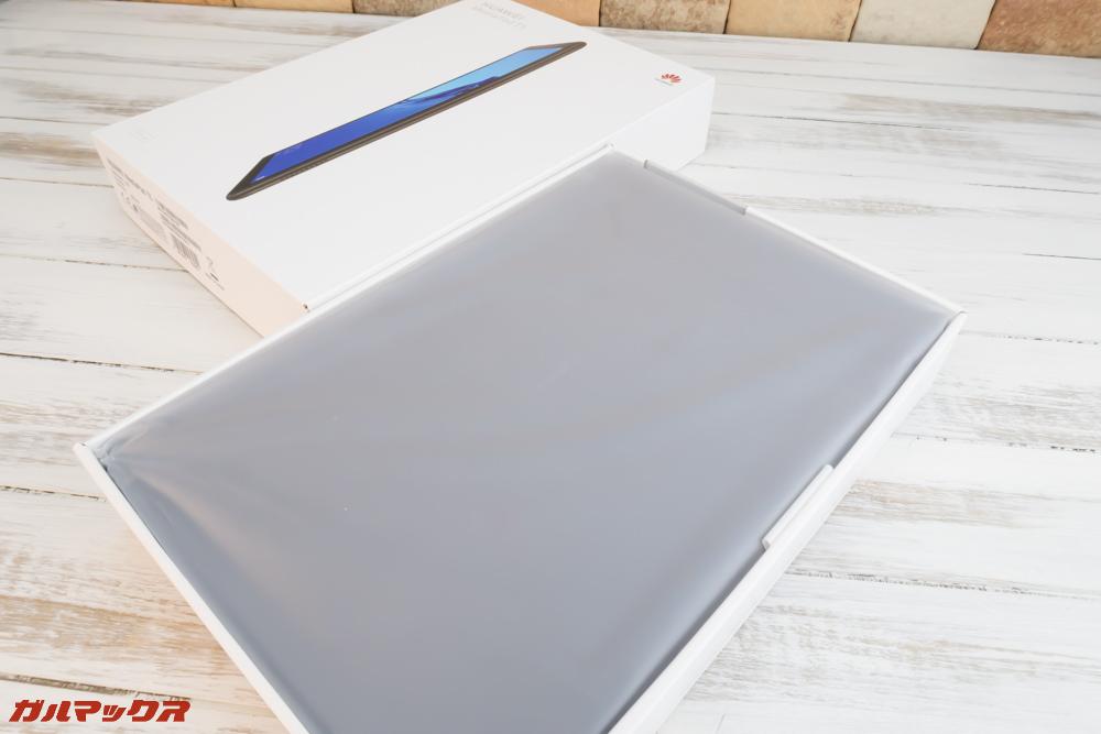 HUAWEI MediaPad T5は外箱を開けると本体がいきなり入っているタイプ
