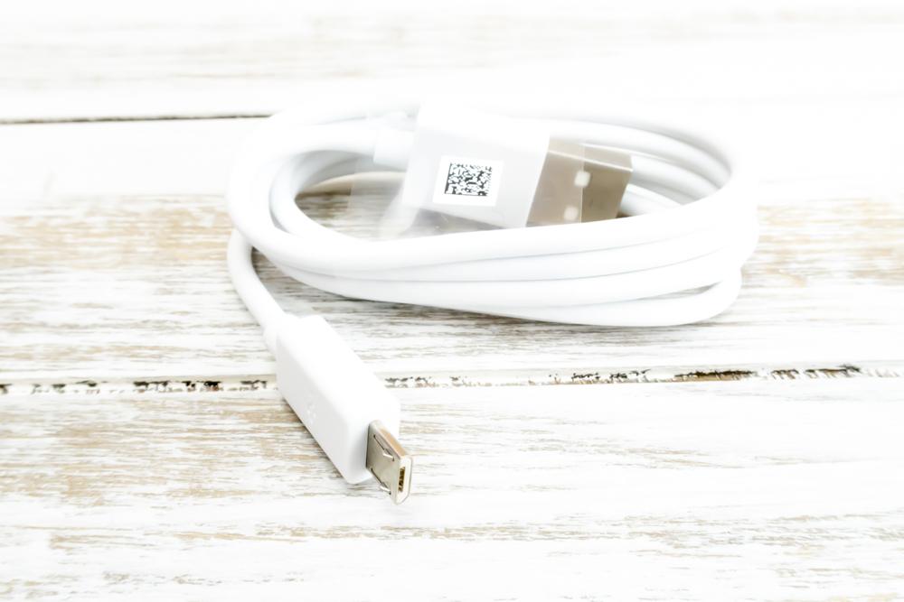 ZenFone Max M1の充電ケーブルはMicroUSBです。